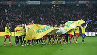 Fussball International  WM Qualifikation 2014   in Bern Schweiz - Slowenien         15.10.2013 JUBEL Schweiz, das Team bedanken sich per Plakat: Danke Fans, fuer die Unterstuetzung auf dem Weg nach Brasilien.