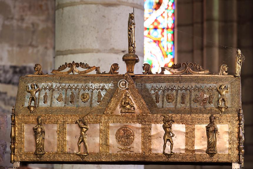 France, Allier (03), Ébreuil, église Saint-Léger d'Ébreuil,  la châsse de saint Léger // France, Allier, Ebreuil, Saint Leger d'Ebreuil church, the shrine of Saint Leger