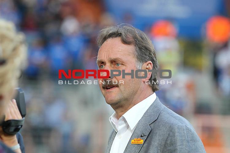 16.08.2013, rewirpowerSTADION, Bochum, GER, 2. FBL, Vfl Bochum vs FC St. Pauli, im Bild<br /> Peter Neururer (Trainer Bochum)<br /> <br /> Foto &copy; nph / Mueller