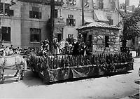"""24 juin 1909 - Char allegorique de la section Maisonneuve """"Mademoiselle de Vercheres"""", qui a gagne le 1er prix conjointement avec celui de la section St-Louis de France """"Religion et Patrie"""" <br /> lors du defile de la Saint-Jean-Baptiste, le 24 juin 1909 <br /> <br /> <br /> PHOTO :  Stroud Photographic Supply Co"""