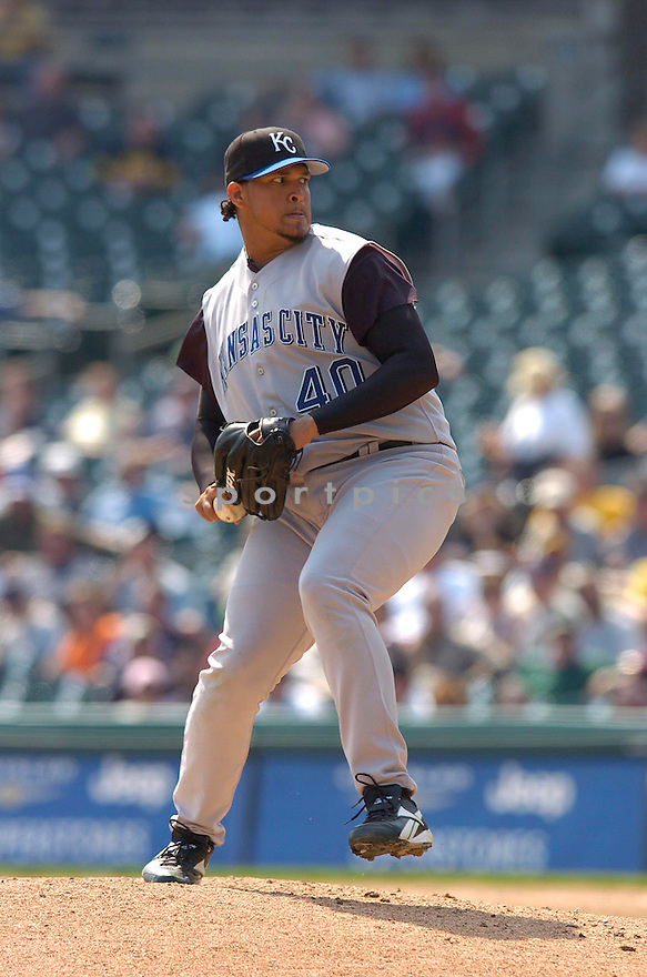 Runelvys Hernandez during the Kansas City Royals v. Detroit Tigers game on April 6, 2005...Royals win 7-2..Chris Bernacchi / SportPics