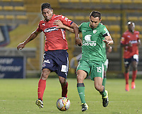 BOGOTÁ -COLOMBIA, 07-08-2015. Mauricio Restrepo (Der) de La Equidad disputa el balón con Chistian Marrugo (Izq) de Independiente Medellín durante partido por la fecha 5 de la Liga Águila II 2015 jugado en el estadio Metropolitano de Techo de la ciudad de Bogotá./ Mauricio Restrepo (R) player of La Equidad fights for the ball with Chistian Marrugo (L) player of Independiente Medellin during the match for the 5th date of the Aguila League II 2015 played at Metropolitano de Techo stadium in Bogota city. Photo: VizzorImage/ Gabriel Aponte / Staff