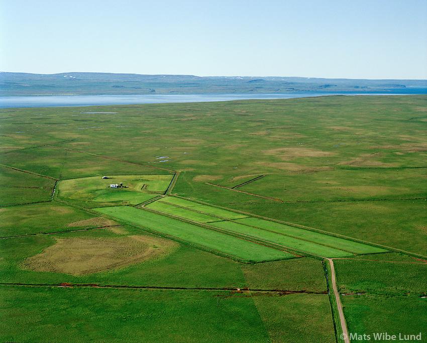 Efri-Svertingsstaðir séð til vesturs. Húnaþing vestra áður Ytri-Torfustaðahreppur / Efri-Svertingsstadir viewing west. Hunathing vestra former Ytri-Torfustadahreppur.