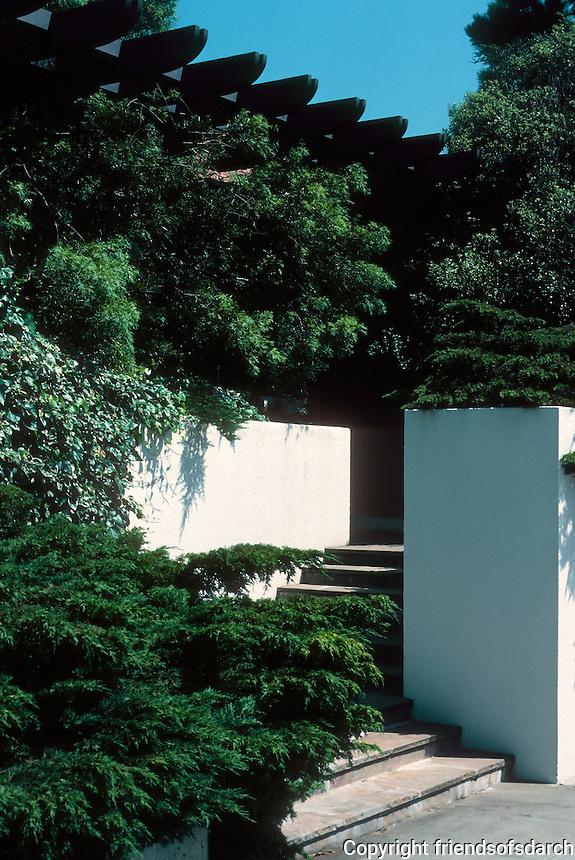 Erich Mendelsohn: House at 3778 Washington, San Francisco. Entrance. Photo '78.
