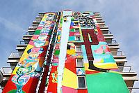 Nederland Amsterdam 2017 . De Bijlmer. Muurschildering van Rimon Guimaraes.  Foto Berlinda van Dam / Hollandse Hoogt
