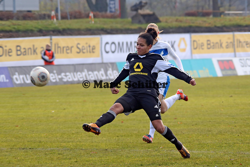 Schuss von Celia Sasic (FFC) - 1. FFC Frankfurt vs. TSG 1899 Hoffenheim
