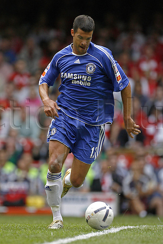 13 August 2006: Chelsea midfielder Michael Ballack with the ball during The FA Community Shield played between Chelsea and Liverpool at the Millennium Stadium, Cardiff, Wales. Liverpool won the match 2-1. Photo: Leo Mason/action plus...060813 football soccer player