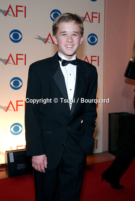Haley Joel Osment arrives at the AFI Awards 2001 at the Beverly Hills Hotel in Los Angeles Saturday, January 5, 2002.           -            OsmentHaleyJoel51.jpg