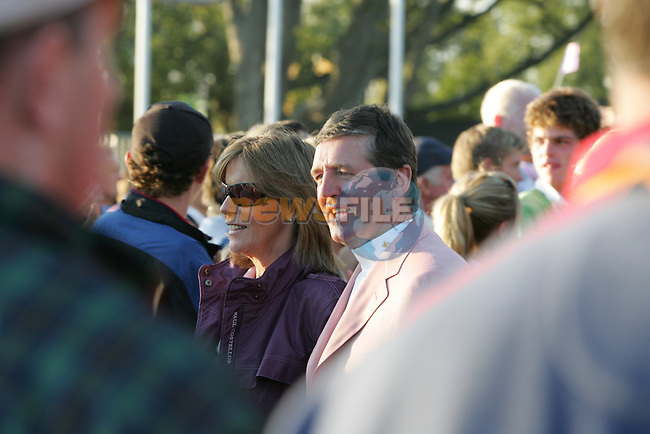 24th September, 2006. European Ryder Cup Team vice captain Des Smyth and wife Vickey afterthe closing ceremony of  the ryder cup after beating the American Team in the final day of the  Ryder Cup at the K Club in Straffan, County Kildare in the Republic of Ireland..Photo: Fran Caffrey/ Newsfile.