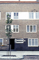 Amsterdam: Takstraat, elevation. Terrace housing by Michael De Klerk. Photo '87.