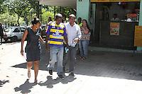 RIO DE JANEIRO, RJ, 17.03.2014 - VELORIO CLAUDIA FERREIRA DA SILVA -<br /> Velório de Cláudia Ferreira da Silva, na manhã desta segunda-feira (17), no cemitério de Irajá, Zona Norte do Rio de Janeiro. Cláudia foi arrastada pela viatura de policiais militares após ser baleada no último domingo (16), no Morro da Congonha, em Madureira, Zona Norte da cidade. (Foto: Celso Barbosa / Brazil Photo Press).