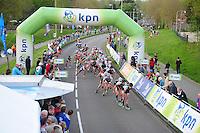 INLINE-SKATEN: STEENWIJK: Gagelsweg (start/finish), Schansweg, Meppelerweg, KPN Inline Cup, Klim van Steenwijk, 02-05-2012, Michael Cheek (#532) en Kalon Dobbin (#506) op kop van het peloton, ©foto Martin de Jong