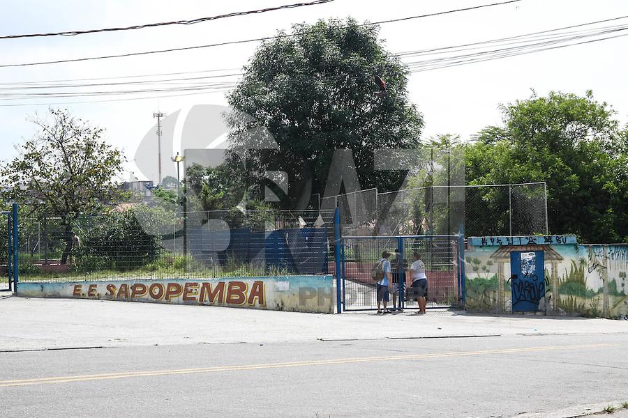SÃO PAULO,SP, 26.11.2015 - PROTESTO-ESTUDANTES - Estudantes ocupam a Escola Estadual Sapopemba no bairro do Jardim Sapopemba na região leste de São Paulo, em ato contra o fechamento de escolas e o plano de reestruturação do ensino proposto pelo governo Geraldo Alckmin (PSDB) para 2016, nesta quinta-feira, 26. (Foto: Marcos Moraes/Brazil Photo Press)