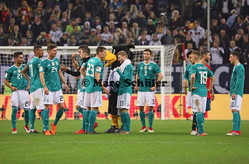 Deutsche Mannschaft nach dem Spiel auf dem Rasen - 23.03.2018: Deutschland vs. Spanien, Esprit Arena Düsseldorf