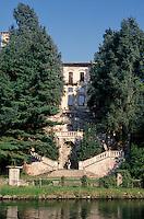 Il Naviglio Grande a Castelletto di Cuggiono (Milano). Palazzo Clerici --- The Naviglio Grande canal in Castelletto di Cuggiono (Milan). Palazzo Clerici