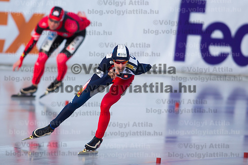 Germany's Claudia Pechstein (L) and Czech Republic's Martina Sablikova (R) compete in Women's 5000m race of the Speed Skating All-round European Championships in Budapest, Hungary on January 8, 2012. ATTILA VOLGYI