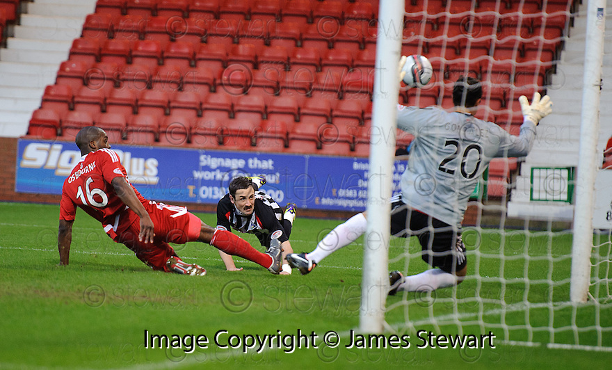 PARS DAVID GRAHAM WATCHES AS HIS HEADER GOES OVER THE BAR
