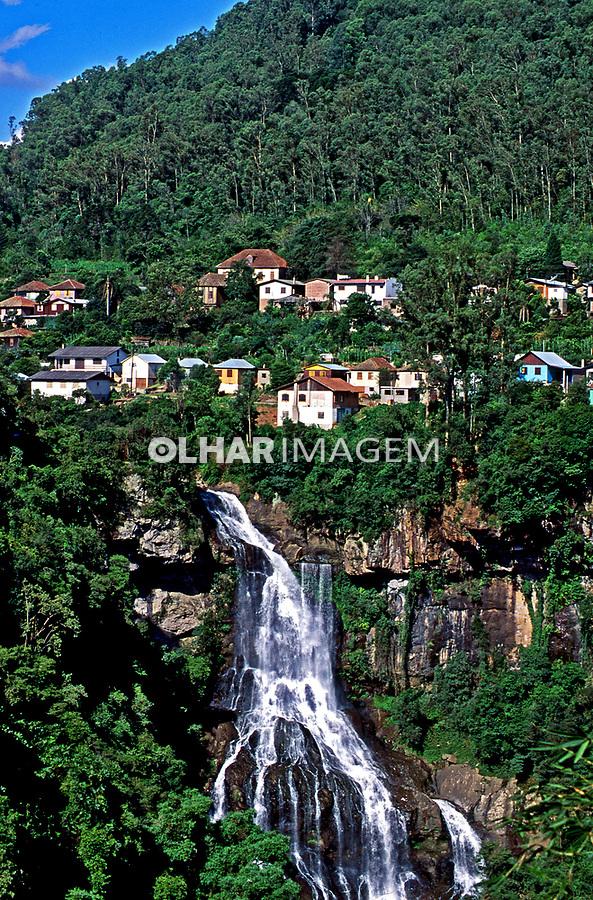 Cachoeira Véu de Noiva em Caxias do Sul. Rio Grande do Sul. 1995. Foto de Juca Martins.