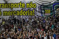 SÃO PAULO, SP, 26.05.2015 - GREVE-SP - Assembleia dos metroviários na sede do Sindicato da categoria, no Tatuapé, zona leste da capital paulista, nesta terça-feira. Na semana passada, funcionários do Metrô e da CPTM aprovaram a greve a partir de amanhã,27. As duas categorias fazem assembleias e avaliam se mantêm a decisão. Enquanto metroviários reivindicam 18,64% e os engenheiros, 17,01%, a Companhia do Metropolitano (Metrô) ofereceu 7,21%, referente à variação acumulada do IPC- Fipe. (Foto: Marcos Moraes / Brazil Photo Press)