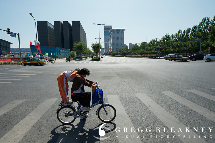 A mother-daughter commuter near stage 1's starting point at the Bird's Nest in Olympic Park. 2011 Tour of Beijing