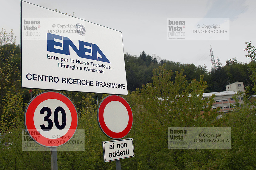 - ENEA, Ente Nazionale per le Nuove tecnologie, Energia e Ambiente, centro ricerche del lago Brasimone (Bologna); sviluppo di tecnologie della fusione termonucleare controllata, sistemi nucleari innovativi e monitoraggio ambientale....- ENEA, National agency for the New technology, Energy and Atmosphere, research center  of the Brasimone lake (Bologna); development of technologies for the controlled thermonuclear fusion, innovating nuclear systems and environmental monitoring..