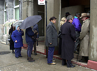 Election day in Canada<br /> <br /> D&K :Montreal, November 27th, 2000<br /> People wait in line under a misty rain to vote <br /> for the Canadian Federal election, in `` Westmount / Ville-Marie `` riding <br /> (Montreal Quebec, CANADA) today <br /> Photo : Pierre Roussel / Newsmakers