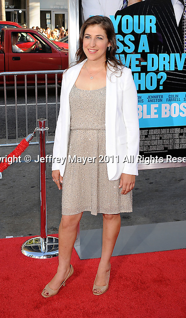 """HOLLYWOOD, CA - JUNE 30: Mayim Bialik arrives at the """"Horrible Bosses"""" Los Angeles premiere at Grauman's Chinese Theatre on June 30, 2011 in Hollywood, California."""