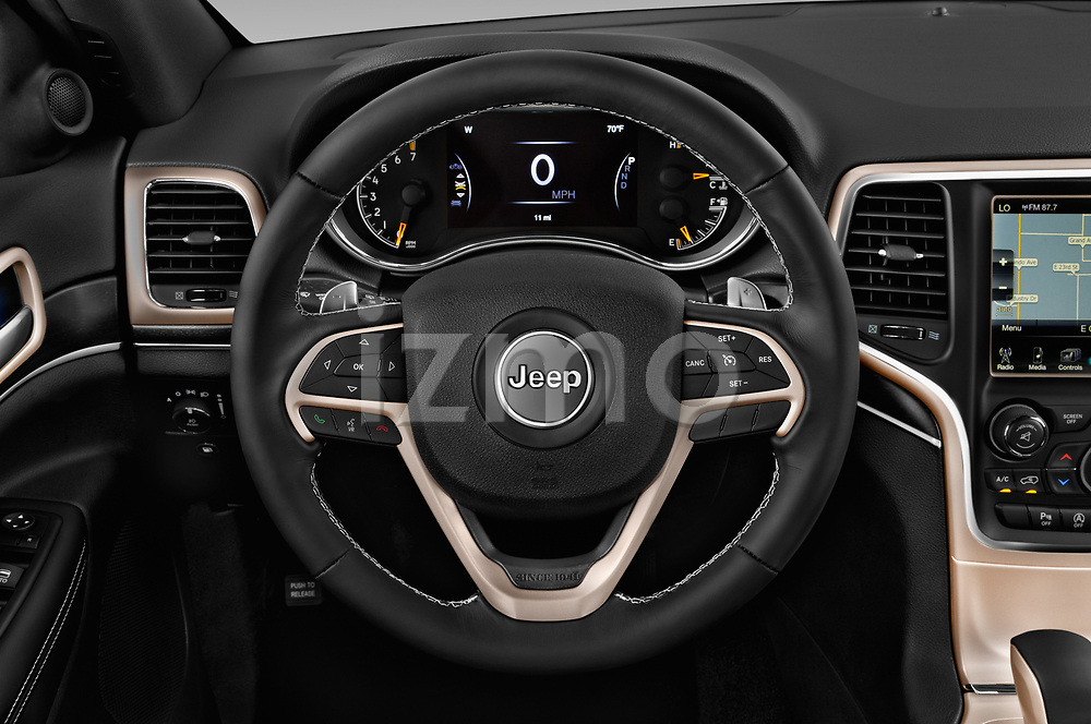 Car pictures of steering wheel view of a 2018 Jeep Grand-Cherokee Limited 5 Door SUV