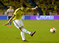 BARRANQUILLA - COLOMBIA -05-10-2017: Teofilo Gutierrez jugador de Colombia en acción durante partido entre Colombia y Paraguay por la fecha 17 de la clasificatoria a la Copa Mundial de la FIFA Rusia 2018 jugado en el estadio Metropolitano Roberto Melendez en Barranquilla. / Teofilo Gutierrez player of Colombia in action during the match between Colombia and Paraguay for the date 17 of the qualifier to FIFA World Cup Russia 2018 played at Metropolitan stadium Roberto Melendez in Barranquilla. Photo: VizzorImage / Alfonso Cervantes / Cont