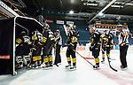 Stockholm 2014-09-11 Ishockey Hockeyallsvenskan AIK - S&ouml;dert&auml;lje SK :  <br /> AIK:s spelare deppar efter matchen<br /> (Foto: Kenta J&ouml;nsson) Nyckelord:  AIK Gnaget Hockeyallsvenskan Allsvenskan Hovet Johanneshovs Isstadion S&ouml;dert&auml;lje SK SSK depp besviken besvikelse sorg ledsen deppig nedst&auml;md uppgiven sad disappointment disappointed dejected