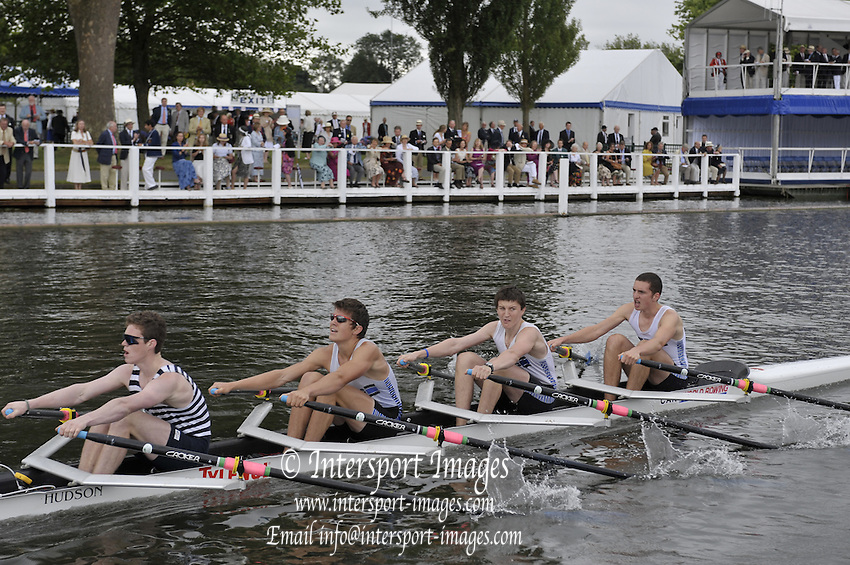 Henley, Great Britain.   Melbourne University and Barwon RC. Australia, in the closing stage of their  heat in the Fawley Challenge Cup  2009 Henley Royal Regatta Friday 03/07/2009 at  [Mandatory Credit. Peter Spurrier/Intersport Images] . HRR.