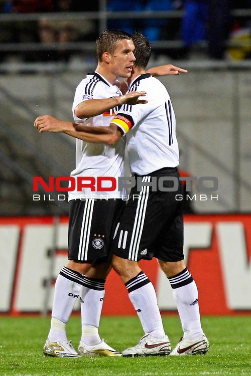 WM-Qualifikation 2010<br /> Lichtenstein : Deutschland<br /> <br /> Tor durch Lukas Podolski (Deutschland #10),Miroslav Klose (Deutschland #11) gratuliert<br /> <br /> Foto &copy; nph (  nordphoto  )