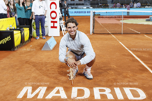Rafael Nadal (ESP), MAY 11, 2014 - Tennis : Winner Rafael Nadal of Spain celebrates with trophy after the men's singles final match of the Mutua Madrid Open tennis tournament at the La Caja Magica in Madrid, Spain, May 11, 2014. (Photo by AFLO)