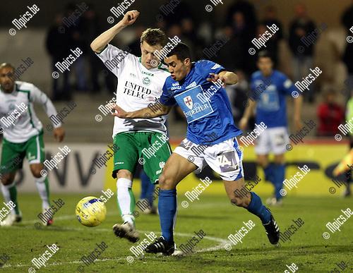 2010-03-17 / Voetbal / seizoen 2009-2010 / KV Turnhout - KVSK United / Da silva (Turnhout) probeert Seba Stassin te passeren..Foto: Mpics