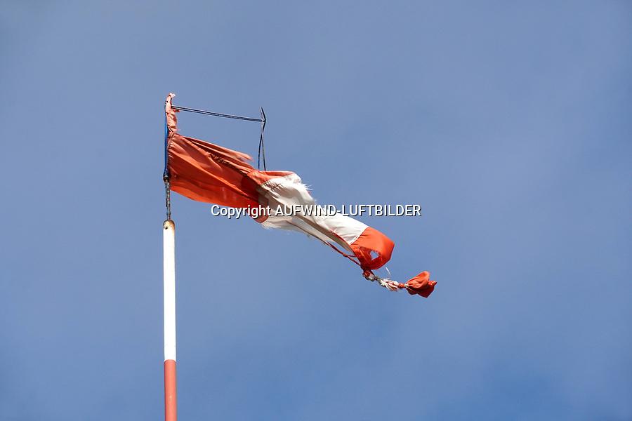 Windsack: DEUTSCHLAND, HAMBURG, (GERMANY), 15.02.2020: Windsack zerzaust