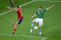 FUSSBALL  EUROPAMEISTERSCHAFT 2012   VORRUNDE Spanien - Irland                     14.06.2012 Alvaro Arbeloa (li, Spanien) gegen Stephen Ward (re, Irland)