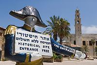 Asie/Israel/Tel-Aviv-Jaffa/Veux Jaffa: Place Kedumin place principale du vieux Jaffa et église Saint-Pierre- on visite des vestiges d'époque romaine