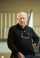 Berlin, der brasilianische Fotograf Sebastiao Salgado am Freitag (17.04.2015) bei der Pressevorbesichtigung seiner Ausstellung Genesis im Ausstellungshaus für Fotografie C/O Berlin. Foto: Steffi Loos/CommonLens