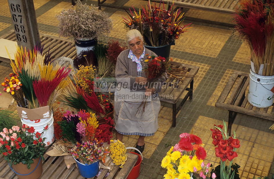 Europe/Portugal/Coimbra : Marchande de fleurs  sur le marché