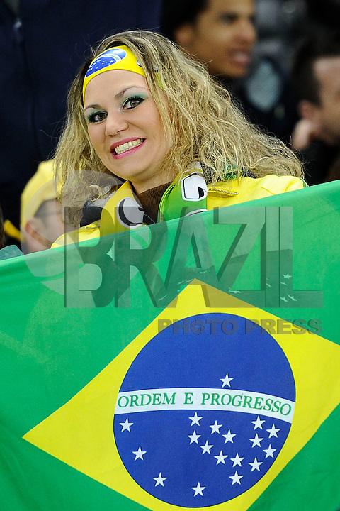 GENEBRA, SUICA, 21 DE MARCO DE 2013 -Torcedora da Selacao brasileira durante partida amistosa contra a Itália, disputada em Genebra, na Suíça, nesta quinta-feira, 21. O jogo terminou 2 a 2. FOTO: PIXATHLON / BRAZIL PHOTO PRESS