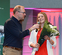 20180603 – OOSTENDE , BELGIUM : VRT journalist Tom Boudeweel (L) and Lisa Lichtfus (R) pictured during the 4th edition of the Sparkle award ceremony , Sunday 3 June 2018 , in Oostende . The Sparkle  is an award for the best female soccer player during the season 2017-2018 comparable to the Golden Shoe or Boot / Gouden Schoen / Soulier D'or for Men in Belgium . PHOTO SPORTPIX.BE / DIRK VUYLSTEKE