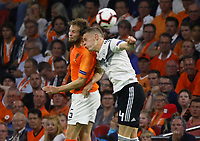 Matthias Ginter (Deutschland Germany) gegen Daley Blind (Niederlande) - 13.10.2018: Niederlande vs. Deutschland, 3. Spieltag UEFA Nations League, Johann Cruijff Arena Amsterdam, DISCLAIMER: DFB regulations prohibit any use of photographs as image sequences and/or quasi-video.