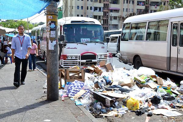 Recorrido por la ciudad de Santo Domingo, para tema de basura..Lugar:calle Jose Marti Esq. Mexico.Santo Domingo, República Dominicana.Fecha: 21/02/2011.Foto : © Carmen Suárez