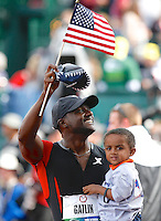 Justin Gatlin celebrates winning the 100m final with son Jace at the U.S. Olympic athletics trials in Eugene, Oregon June 24, 2012. REUTERS/Steve Dipaola (UNITED STATES)