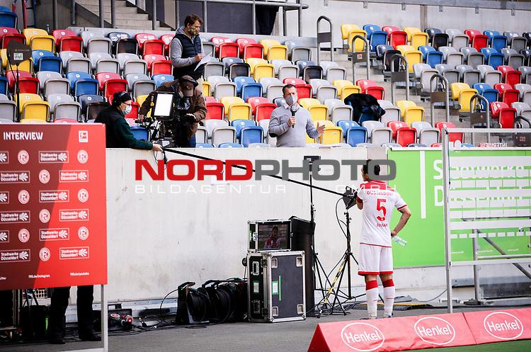 nph00351: Fussball, 1. Bundesliga, Saison 19/20, 26. Spieltag, Fortuna Düsseldorf - FC Paderborn 07, 16.05.2020:<br /> TV Team interviewt Kaan Ayhan (F95)<br />  <br /> <br /> Nur für journalistische Zwecke! Only for editorial use!<br /> <br /> Gemäß den Vorgaben der DFL Deutsche Fußball Liga ist es untersagt, in dem Stadion und/oder vom Spiel angefertigte Fotoaufnahmen in Form von Sequenzbildern und/oder videoähnlichen Fotostrecken zu verwerten bzw. verwerten zu lassen. DFL regulations prohibit any use of photographs as image sequences and/or quasi-video. <br /> <br /> Foto: Moritz Müller/Pool / via Meuter/nordphoto