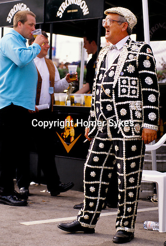 PEARLY KING, SMOKING CIGARETTE AT THE BAR, ON DERBY DAY AT EPSOM RACECOURSE, SURREY,