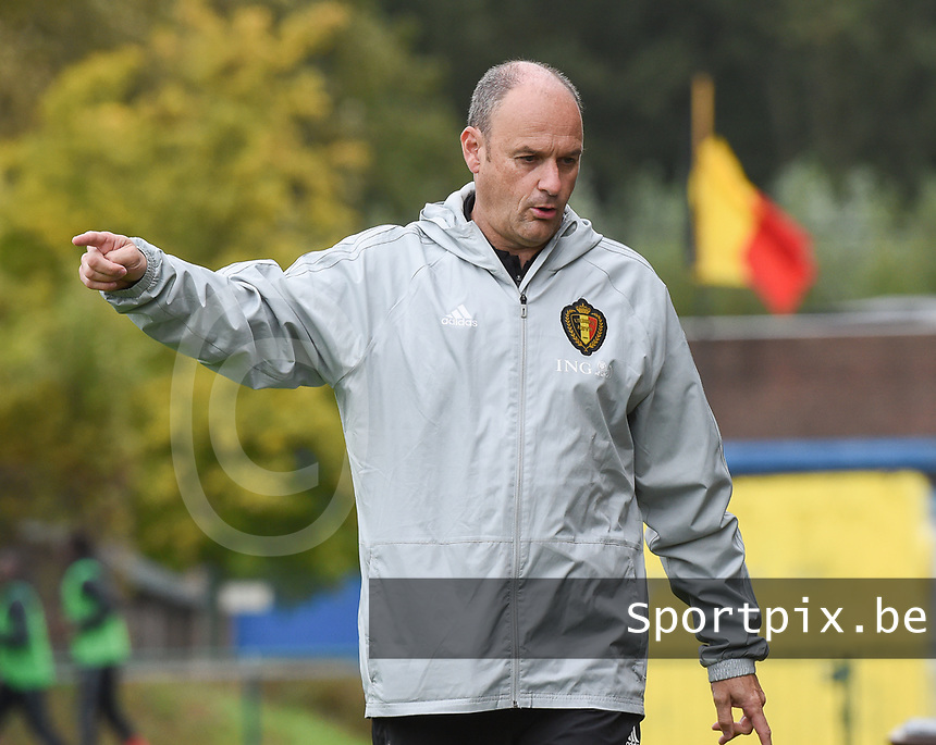 20190927 - WOLVERTEM , BELGIUM : Belgian coach Bob Browaeys pictured during the friendly  soccer match between  under 16 teams of  Belgium and Ukraine , in Wolvertem , Belgium . Thursday 26 th September 2019 . PHOTO SPORTPIX.BE / DIRK VUYLSTEKE