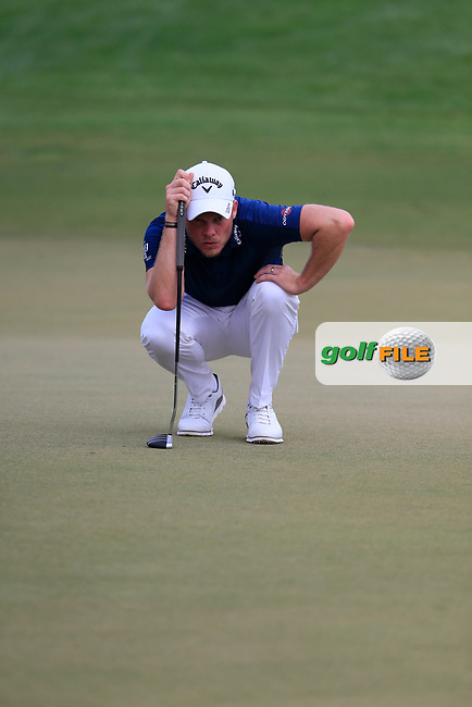 Danny Willett (ENG) on the 15th green during the 3rd round of the DP World Tour Championship, Jumeirah Golf Estates, Dubai, United Arab Emirates. 17/11/2018<br /> Picture: Golffile | Fran Caffrey<br /> <br /> <br /> All photo usage must carry mandatory copyright credit (&copy; Golffile | Fran Caffrey)