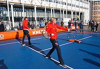 Februari 06, 2015, Apeldoorn, Omnisport, Fed Cup, Netherlands-Slovakia, Draw, Cityhall, streettennis with  Haarhuis and Krajicek<br /> Photo: Tennisimages/Henk Koster