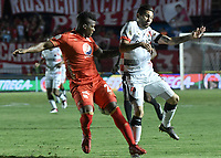 CALI - COLOMBIA, 02-05-2019: Marlon Torres del América disputa el balón con Jhonathan Agudelo de Cúcuta durante partido por la fecha 19 de la Liga Águila I 2019 entre América de Cali y Cúcuta Deportivo jugado en el estadio Pascual Guerrero de la ciudad de Cali. / Marlon Torres of America struggles the ball with Jhonathan Agudelo of Cucuta during match for the date 19 as part of Aguila League I 2019 between America Cali and Cucuta Deportivo played at Pascual Guerrero stadium in Cali. Photo: VizzorImage / Gabriel Aponte / Staff